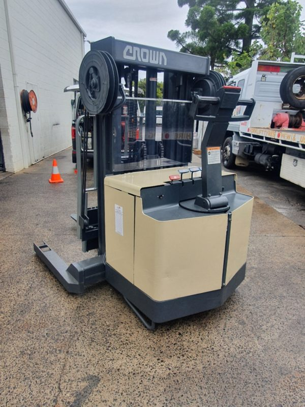 Crown 30WRTT152 Walkie Reach Stacker 1