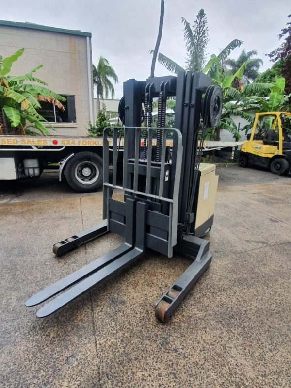 Crown 30WRTT152 Walkie Reach Stacker 4