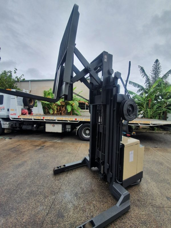 Crown 30WRTT152 Walkie Reach Stacker 3