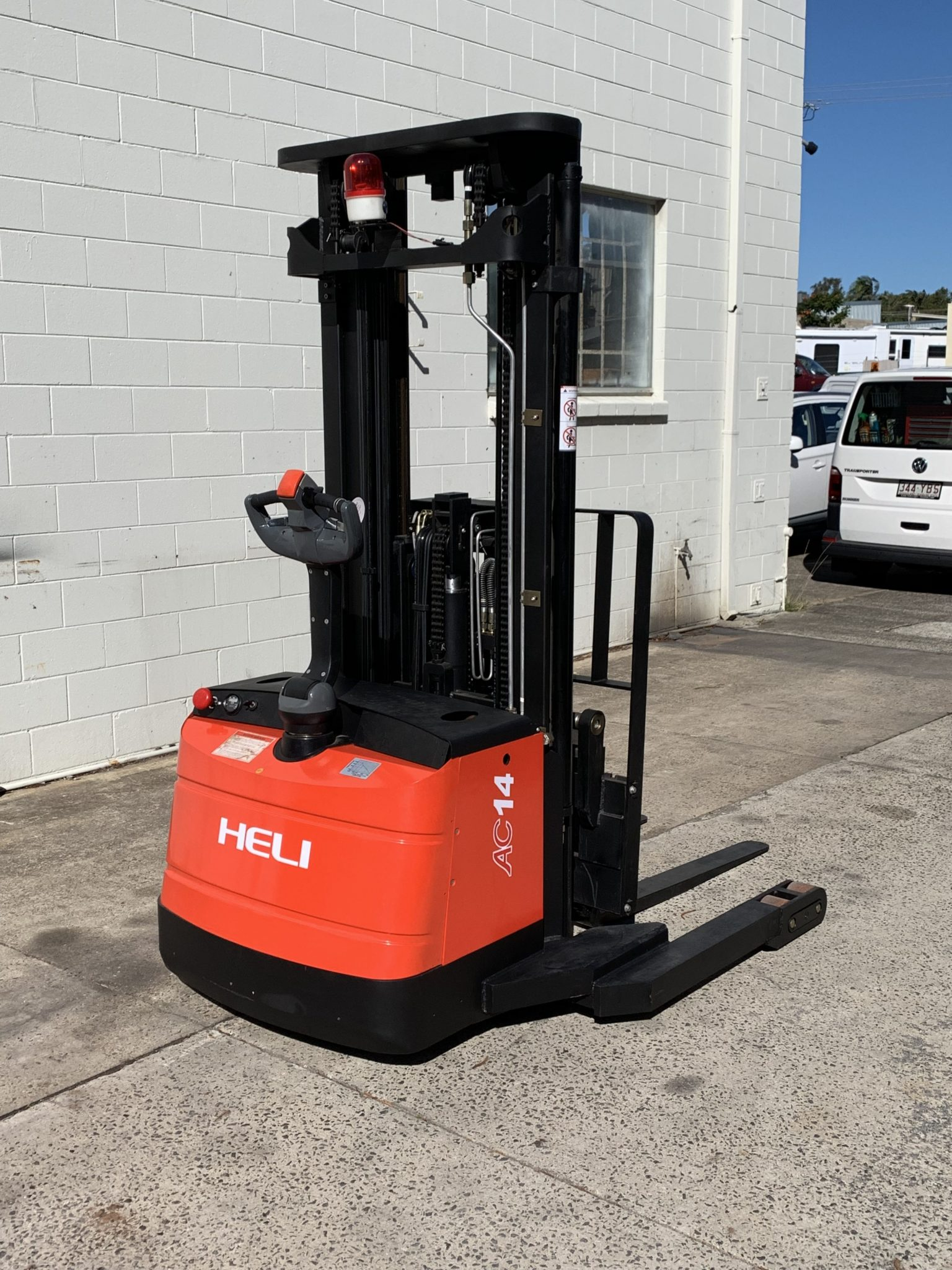 Electric Pallet Jack vs Stacker 2