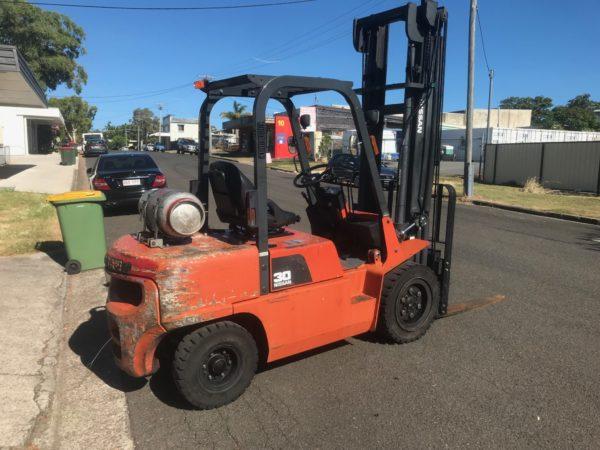 Nissan PJ02A30U 3T Forklift 5