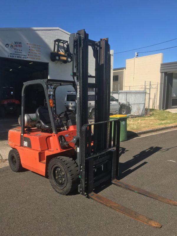 Nissan PJ02A30U 3T Forklift 4