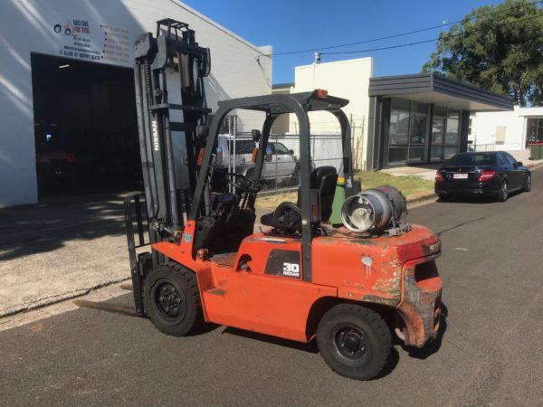 Nissan PJ02A30U 3T Forklift 2