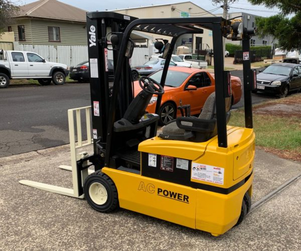 Yale ERP030 3 Wheel Electric Forklift 2
