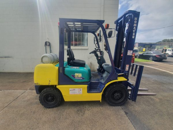 Komatsu 2.5T Used LPG Forklift 4