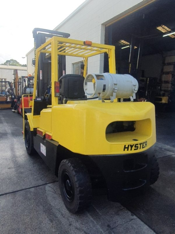 Hyster 5T Used Forklift - H5.00DX w/ Sideshift 1