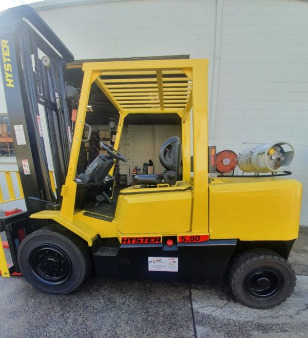 Hyster 5T Used Forklift - H5.00DX w/ Sideshift 2