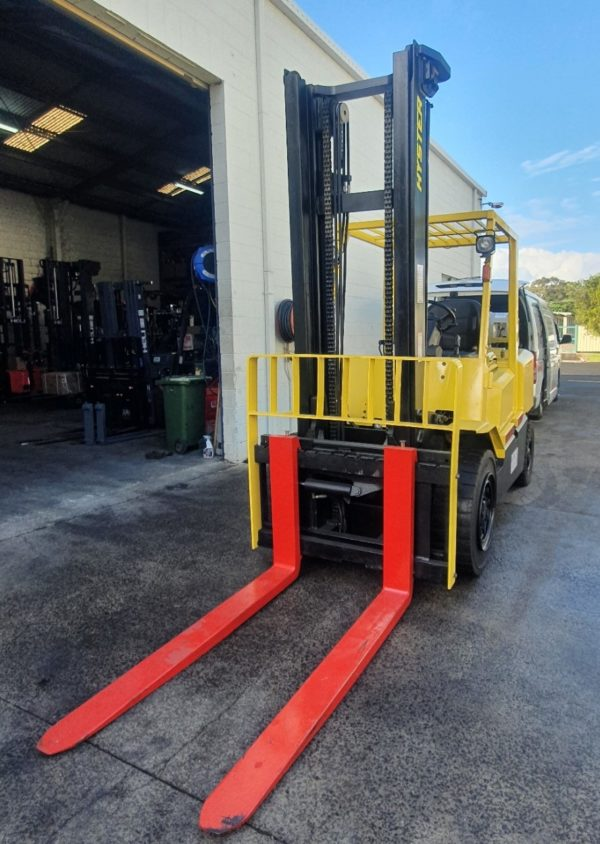 Hyster 5T Used Forklift - H5.00DX w/ Sideshift 3