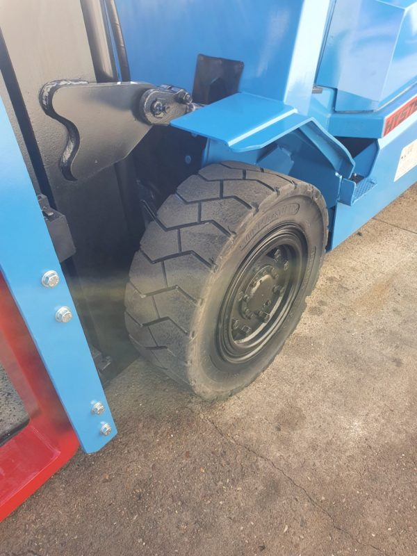 Hyster 5T Diesel Used Forklift - H5.00DX w/ Sideshift 4