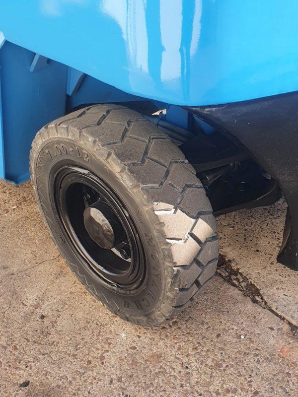 Hyster 5T Diesel Used Forklift - H5.00DX w/ Sideshift 2