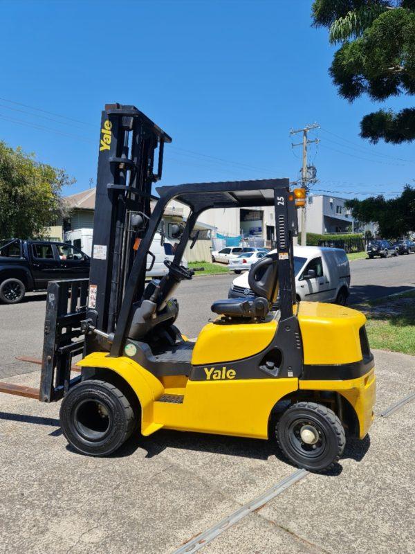 Yale 2.5T Diesel Used Forklift - GDP2.5TK w/ Sideshift & Fork Positioner 4