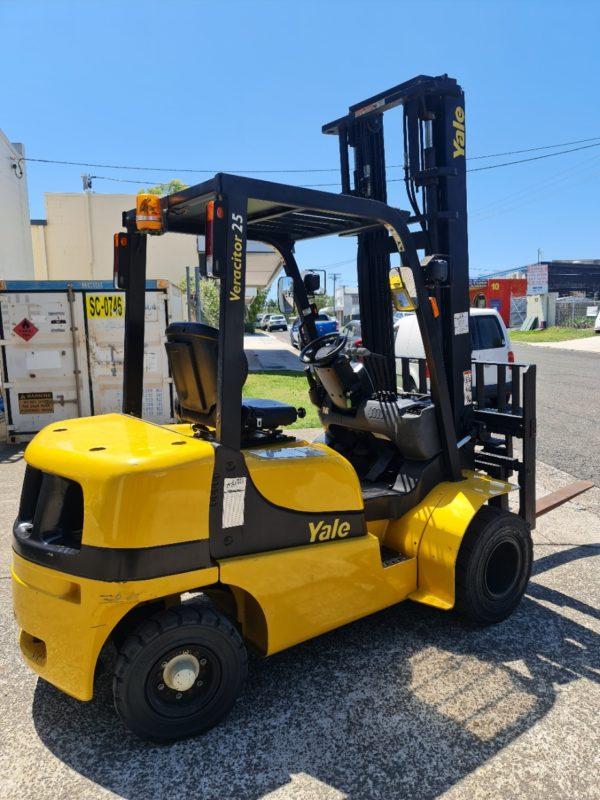 Yale 2.5T Diesel Used Forklift - GDP2.5TK w/ Sideshift & Fork Positioner 2