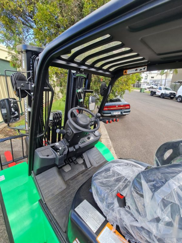 2.5T Rough Terrain With Sideshift & Wide Carriage 5